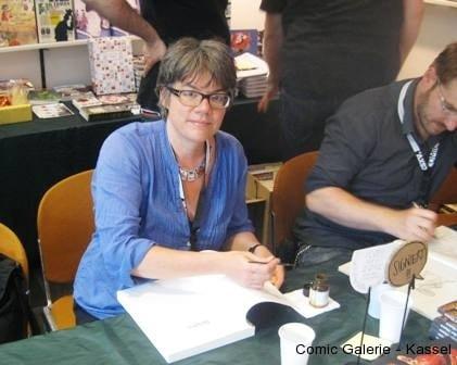 Birgit Weyhe hat dem Micha eine Zeichnung ins Album Der Reigen gemalt und ist auch auf  dem dOKUMENTA 13 Bild der COGA vertreten.
