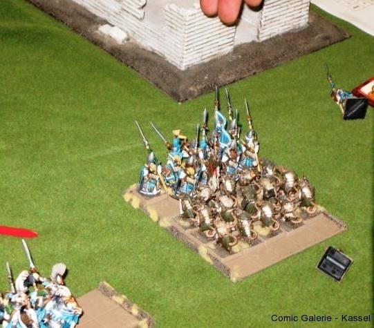 Comic-Galerie Probespiel Die Skaven gewinnen den Nahkampf und schlagen die Elfen sogar in die Flucht