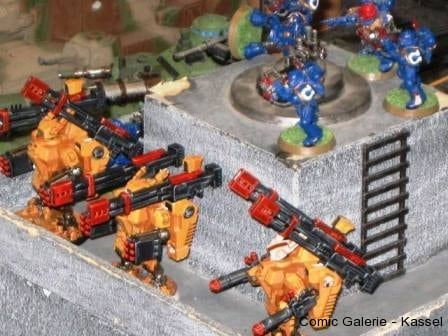Koloss-Kampfanzüge legen an