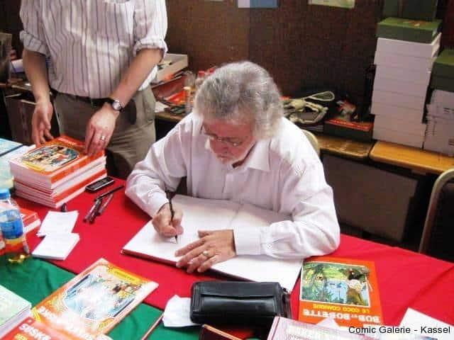 Paul Geerts beim zeichnen am Stand von Salleck Publications.